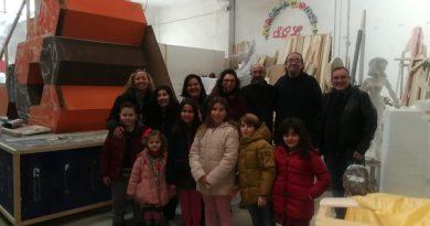 Componentes de la Comisión visitan el taller de nuestro artista fallero, Jordi Palanca